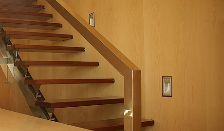 Detalle constructivo en escalera volada